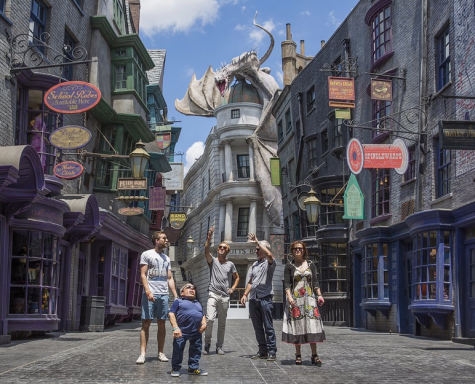 Muggles Flock to Harry Potter's Diagon Alley