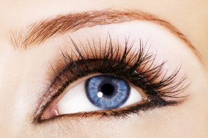 How to Keep Your Eyelashes Healthy and Growing