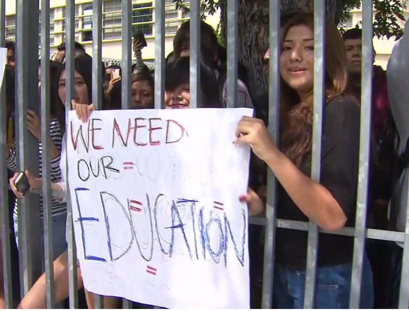 LAUSD students protest scheduling problems.