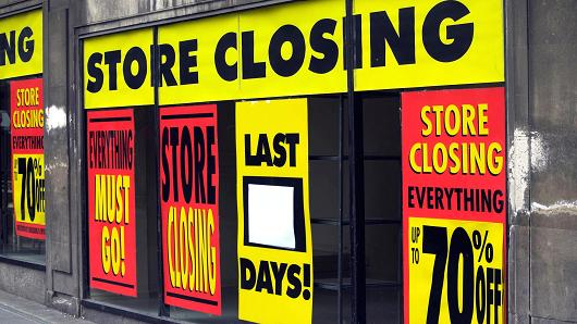 Major Retail Stores to Close Due to Online Shopping Competition